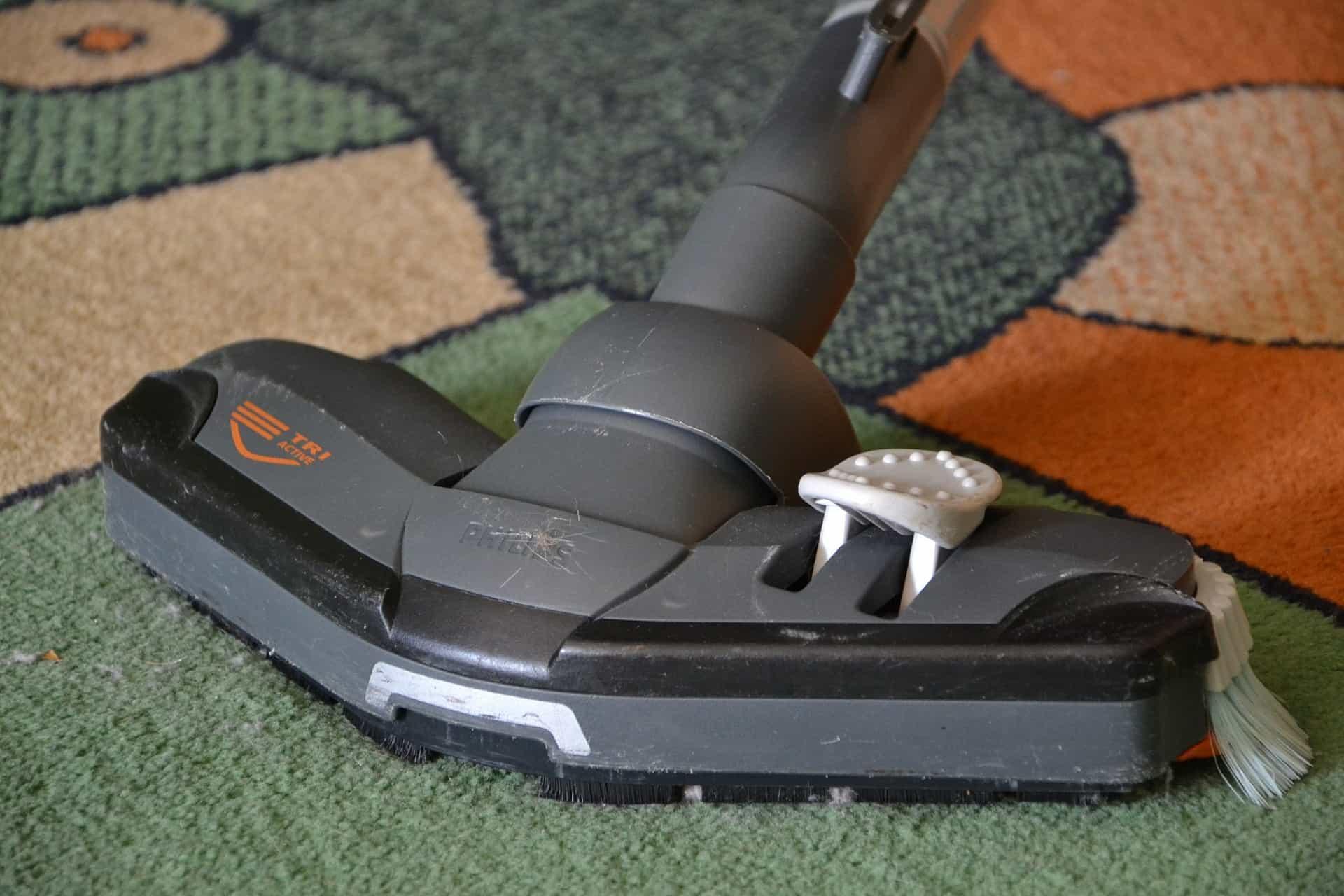 cómo limpiar las alfombras y moquetas