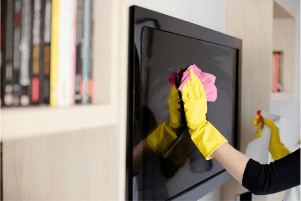 Cómo limpiar la pantalla de la tele sin dañarla, paso a paso 1